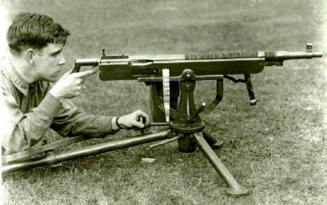Colt-Browning_M1895_machine_gun_mid-cycl